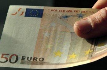 Сервитьор подхвърли 50 фалшиви евро на пазарджиклийка