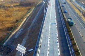 Магистрала в Китай топи сняг