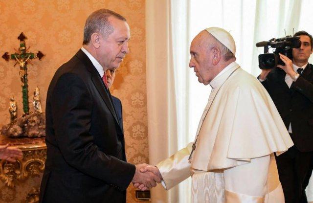 """Папа Франциск и Ердоган: """"Ислям"""" не е равно на """"тероризъм"""""""
