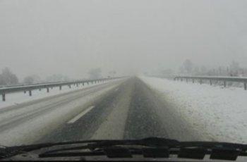 АПИ: Мъгла, дъжд и сняг по пътищата