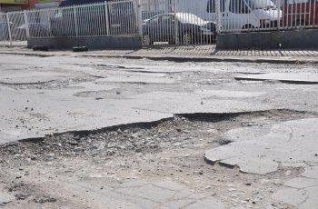 """След публикация на """"Марица"""": Кърпят ямите край Хирургиите"""