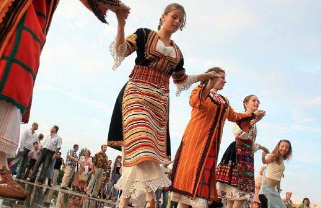 Българи от Австралия до ЮАР се хващат на хоро на 11 май