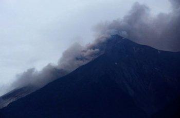 25 души загинаха след изригване на вулкана Фуего в Гватемала