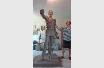 Тамер Халил направи първата в света статуя на Павел Романов