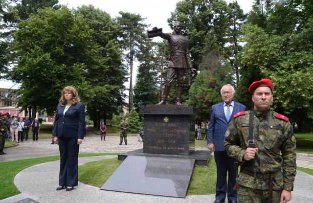 Илияна Йотова откри паметник на княз Павел СНИМКИ