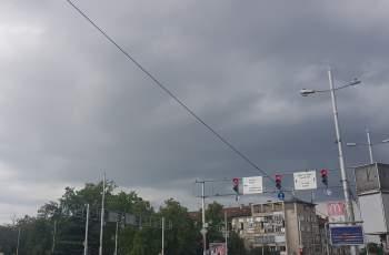 Черни облаци над Пловдив, иде ли буря СНИМКИ