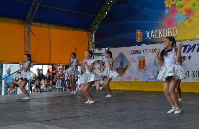 """Ансамбъл """"Хасково"""" и балет """"Тангра"""" със страхотно шоу на площада - 85"""