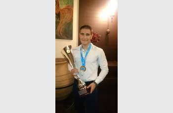 Световен шампион по кикбокс черпи авери за купата