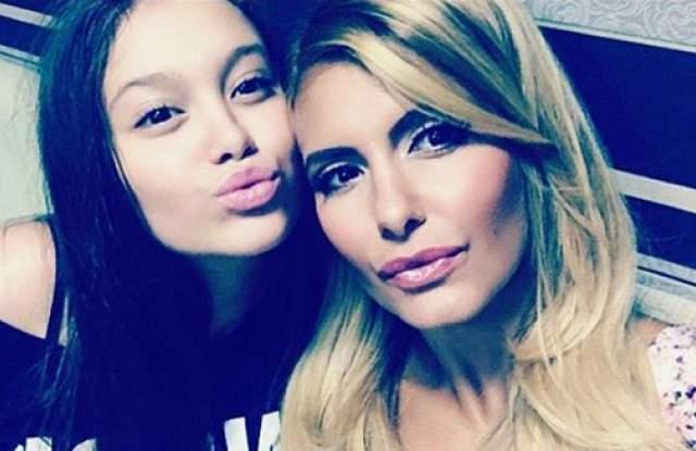Анелия и дъщеря й Ивон