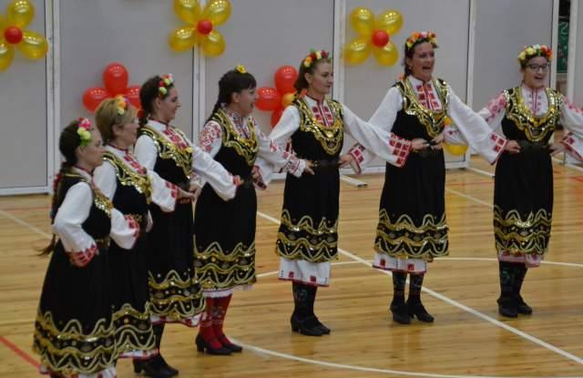 """""""Тракия"""" празнува 10 годишен юбилей. Събра 5 346 лв. за """"Искам бебе"""" СНИМКИ"""