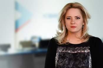 Вижте коя красавица клати стола на Лора Крумова в Нова ТВ