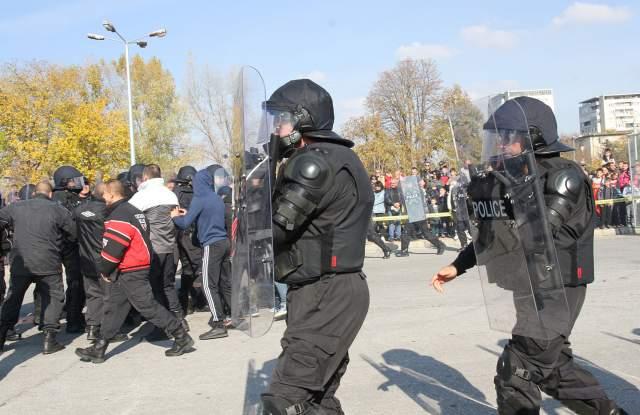 Деца яхнаха модерни мотори на празника на полицията