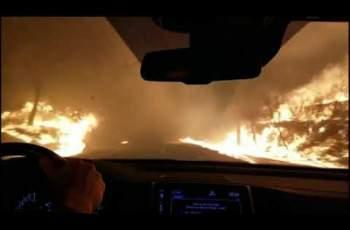 Кола преминава през огнения ад в Калифорния (ВИДЕО)