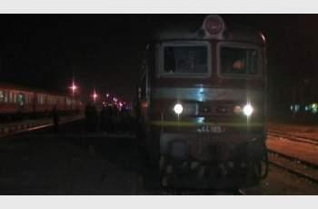 Мъжът, скочил пред влак, е оцелял