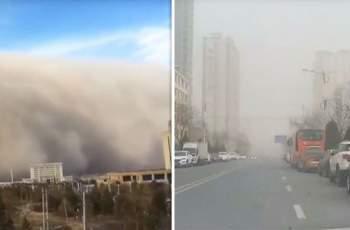 Ужас! Огромна пясъчна вълна погълна цял град