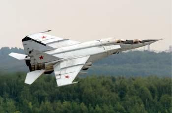 Легендата МиГ-25 събира фенове във Военния клуб