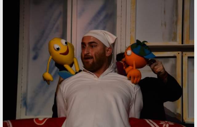 Театърът раздава усмивки на децата