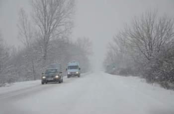 Мощен атлантически циклон носи сняг и лед през уикенда
