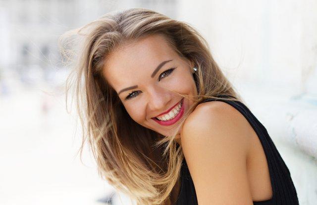 Вижте как да си върнете бялата усмивка в домашни условия