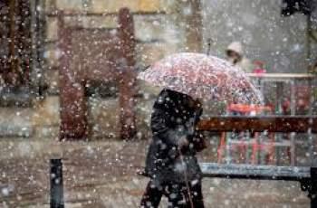 Времето: Облачно, с валежи от дъжд и сняг
