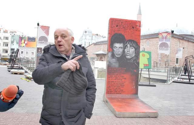 Берлинската стена кацна на Главната СНИМКИ