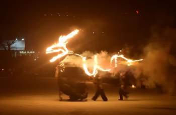 Огнено шоу озари Пеещите фонтани СНИМКИ