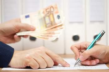 Тревожна прогноза за всички българи, които имат кредити