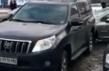 Ето как вбесен шофьор наказа неправилно паркирал автомобил