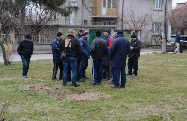 """Над 100 подписа против нова сграда на мястото на детска площадка в """"Куба"""""""