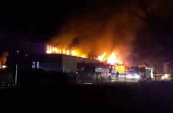 Взривоопасно! Пожарът в цеха - на метри от газстанция СНИМКИ