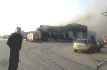 """Просълзени работници пристигнаха пред изгорелия цех """"Унитемп"""""""