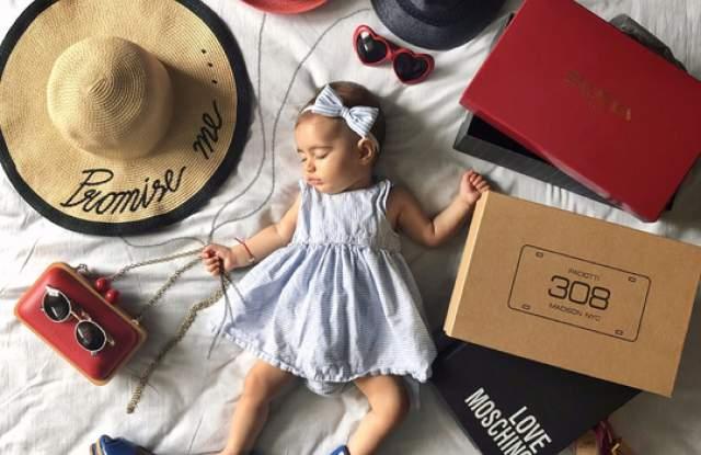 Chanel, Dior, високи токове във фотосесия на бебе