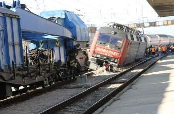 Локомотивът на дерайлиралия влак е теглил и композицията...