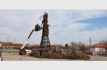 Кметът на Добрич гради 13 метрова клада