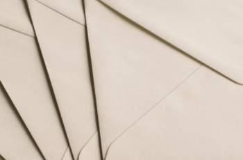 Мистериозен дарител изпрати пликове с пари на бедни