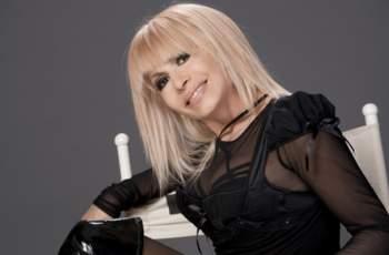 Лили Иванова като кралица, поръча си трон за 12 бона