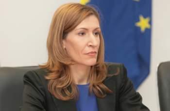 Министър Ангелкова разкри колко струва апартаментът й