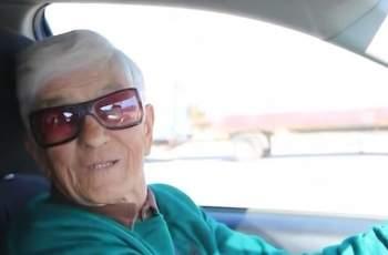 Аплодисменти! 90-годишната баба Станка върти волана с кеф