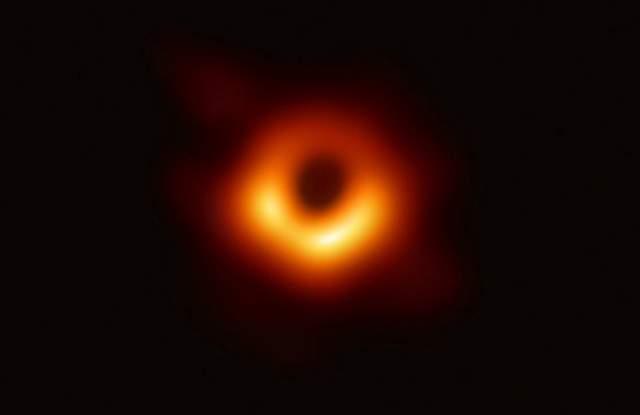"""Снимка: """"Event Horizon Telescope"""""""