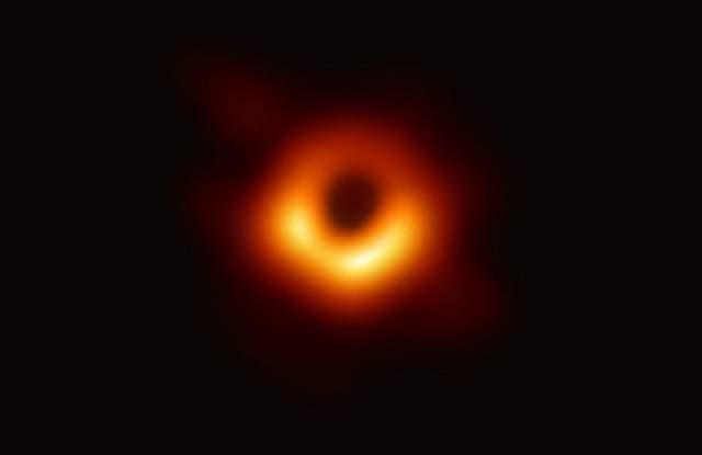 Снимка: Ето я жената, която направи първата снимка на черна дупка