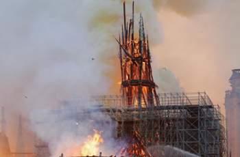 """НА ЖИВО! Рухна кулата на """"Парижката Света Богородица""""!"""