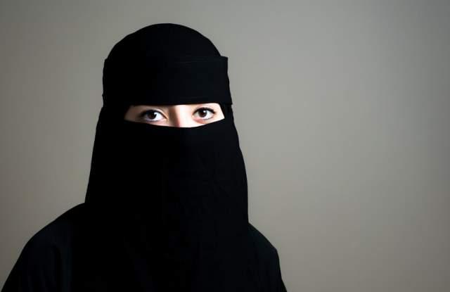 Снимка: Mюсюлмански духовник пусна ръководство за биене на съпруги