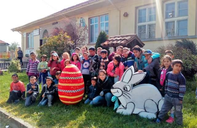 На великденско влакче се радват децата в Харманли