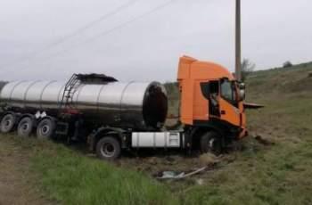 Ад на пътя! Мъж загина в катастрофа между две цистерни