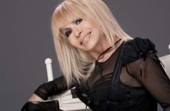 Лили Иванова на 80 омайва с тяло на 20-годишна СНИМКИ 18+