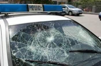 Меле в Куклен! Роми нападнаха полицаи и потрошиха патрулката