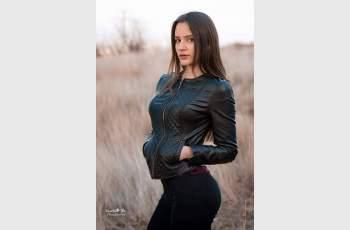 Абитуриентката Таня Атанасова се превръща в русалка на бала