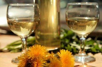 Ето как да си приготвим освежаващо вино от глухарчета