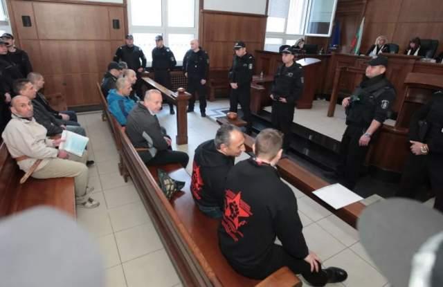 15 затворници, повечето с доживотни присъди, спечелиха делото за това