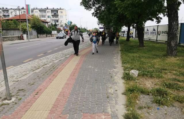 25 автобуса с фенове на Ботев тръгнаха за София